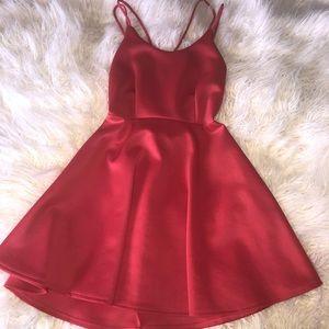 Skater dress. Straps. Pink color.